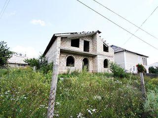Продам двухэтажный дом в Кожушне или меняю на квартиру в Кишиневе