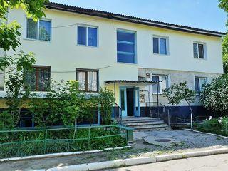 Apartament mare 165m2, încălzire autonomă, terasă, intrare proprie, subsol,lîngă Judecătorie