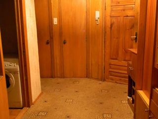 Меняю 4-х комнатную , на 1-2 х   в кишиневе с доплатой     посредникам - риелторам- не беспокоить !