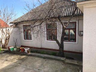 Продаю дом в центре Кишинева (str. Valeriu Cupcea). Площадь-125 м2+3 сотки. Цена-70000 евро.