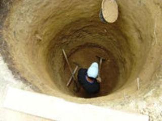 Капаем траншеи для канализацыи ямы