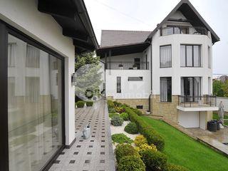 Casa cu 3 nivele, Telecentru, reparație euro, 380 mp, 3000 € !