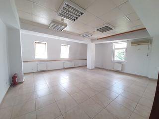 Chirie, spațiu pentru oficii, sec. centru, Str. Gavriil Bănulescu Bodoni, 36 m2 Prima Linie !!!