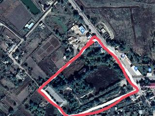Se vinde teren de constructii in centrul unui sat.