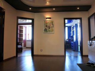 Botanica, str. Grenoble, 3 odai, 104 m2, Euroreparație!