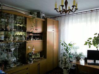Apartament cu 3 camere + garaj în or. Cantemir
