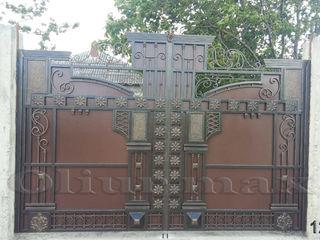 Balustrade, porți, garduri, copertine, gratii, uși metalice și alte confecții din fier forjat.