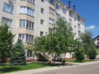 Продается 4 -х комнатная двухуровневая квартира.