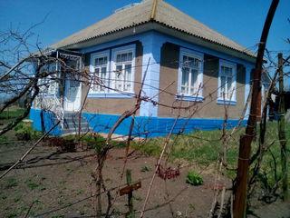 Se vinde casa in sat.Grinauti Moldova 2000 euro sau schimb pe o cota de pamint