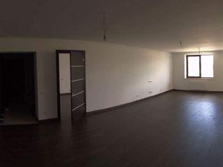 Vind apartament cu 2 nivele- tip Penthouse !! Reparat