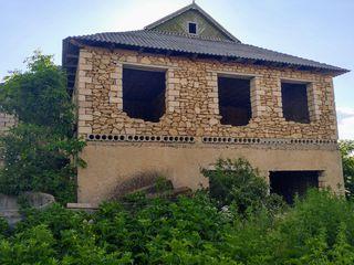 Casa cu 2 etaje + teren 25 ari cu pomi fructiferi.
