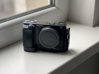 Продам камеру Sony a6300 состояние новой