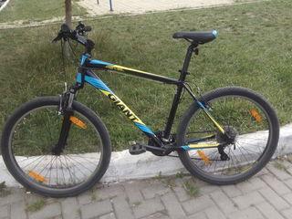Vind bicicleta Giant Revel 2. Marimea L