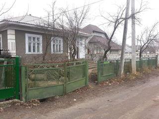 Дом и жилой сарай на продажу в городе Рышканы!