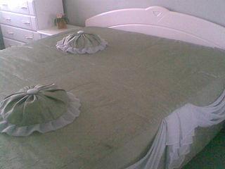 Продаются комплект текстиля для спальни , одеяла и дорожка