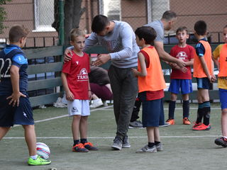 Școla de fotbal pentru copii de 9-14 ani oferă posibilitatea practicării fotbalului copilullui tău.