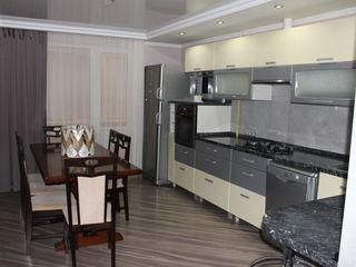 Apartament, 2 odai, complet mobilat și dotat cu electrocasnice. Locație excelentă! Debara - cadou!