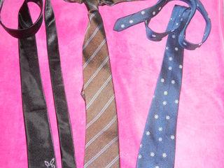 продам три галстука по 50 лей-все за 100 лей : один как в подарок!