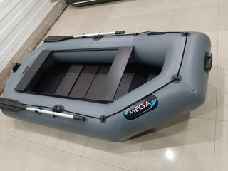 Продам лодку Mega М-270 новая!!  На воде не была!!!