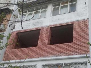 Ремонт реставрация балконов замена перил парапетов ограждения кладка пеноблоками кирпичом