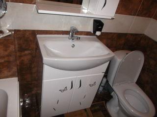 Inlaturarea scurgerilor de apa la veceu.Reparatia robinetelor.Устранениеутечек кранов,бачков унитаза