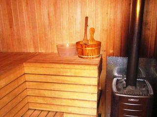 Vila 3 nivele,5 dormitoare,living, max 20-22persoane,Sauna,basein,barbeque,terasa