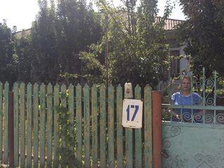 Vindem casa in Ungheni, cartierul Beresti (aproape de intersectia Hop-Stop). La 5 minute pe jos de l