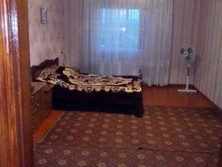 продаю или меняю 2х этажный  дом на 2 или 3,х комнатную квартиру,с вашей доплаты,