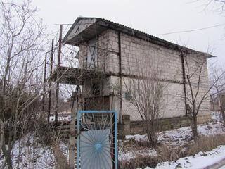 2-ух этажный дом-дача на 6 соток земли под строительство в с. Порумбень