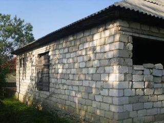 Продаётся дом по ул. Жуковский. Дом подключен к свету, есть газ. Продаётся участок 7 сот.