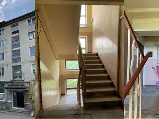 Apartament cu 2 odăi centru. Se poate în credit 15% anual sau Prima casă