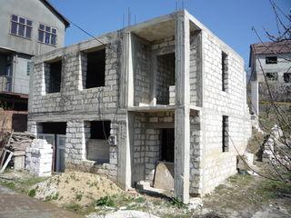 Casa nefinisata din coltilet