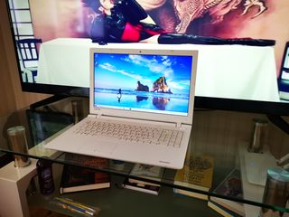 Toshiba Satellite C55D SSD 128 GB AMD A4 7210/1.8 ghz MAX Turbo Speed 2.2 ghz RAM 4 AMD Radeon R3