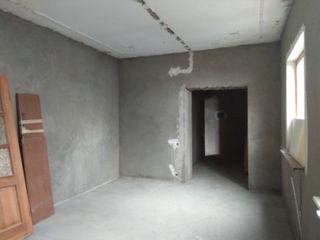 Urgent! apartament cu 3 odăi la sol+ Garaj !  pret negociabil!