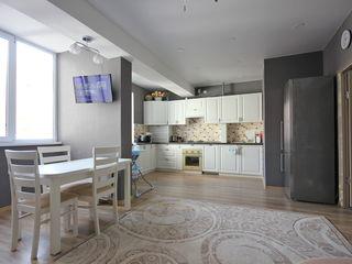 Chirie! Centru, str. Melestiu, 2 odăi + living, 67 m2, euroreparație!