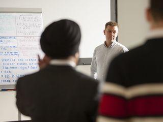Немецкая Академия Менеджмента Нижней Саксонии (DMAN) реализует программы повышения квалификации.