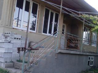Casa construita in 1990, loc foarte bun  vind sau schimb pe apartament in Chisinau