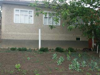 Se vinde casa satul Glinjeni..