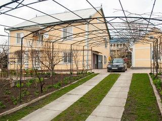 Casa  cu 2 etaje, de locuit,  20 sote, 10 min de la Chisinau