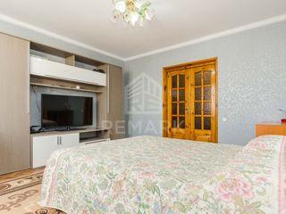 Chirie  Apartament cu 3 odăi, Centru,  str. Ismail, 290 €