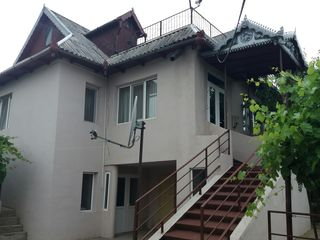Se vinde casă cu grădină lângă râul Prut