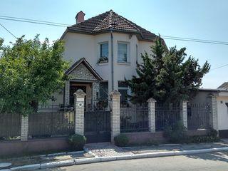 Продаем 3-этажный дом со всеми удобствами в г.Рыбница по ул.Советская возле хлебзавода=$99990