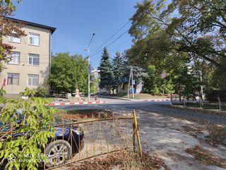 Vind teren pentru construcții, centrul orașului Rișcani, între clădirile Linella și Politie. 2 ari.