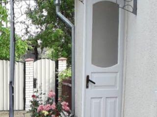 Vând casă cu posibilitate de a locui imediat,  nu necesită investiții.