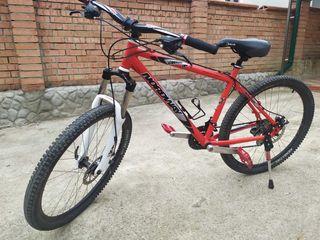 Vind bicicleta in stare foarte buna