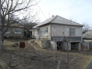 Одноэтажный дом на 8,5 сотках земли в г. Яловень по ул, И.Крянгэ. Цена: 30 000 евро.