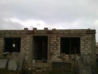 casa in constructie, Straseni
