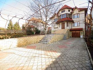 Se vinde casă, Centru, str. N. I. Zaikin, mobilată!