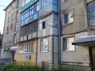 Срочно! продам 2-х к. квартиру 47 кв.м. комн. раздельные, середина, район 1-ой Больницы 15500