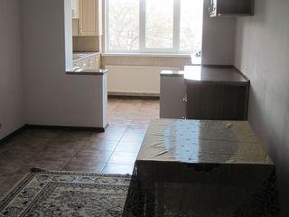 Apartament cu 2 odai in chirie, Ialoveni Centru